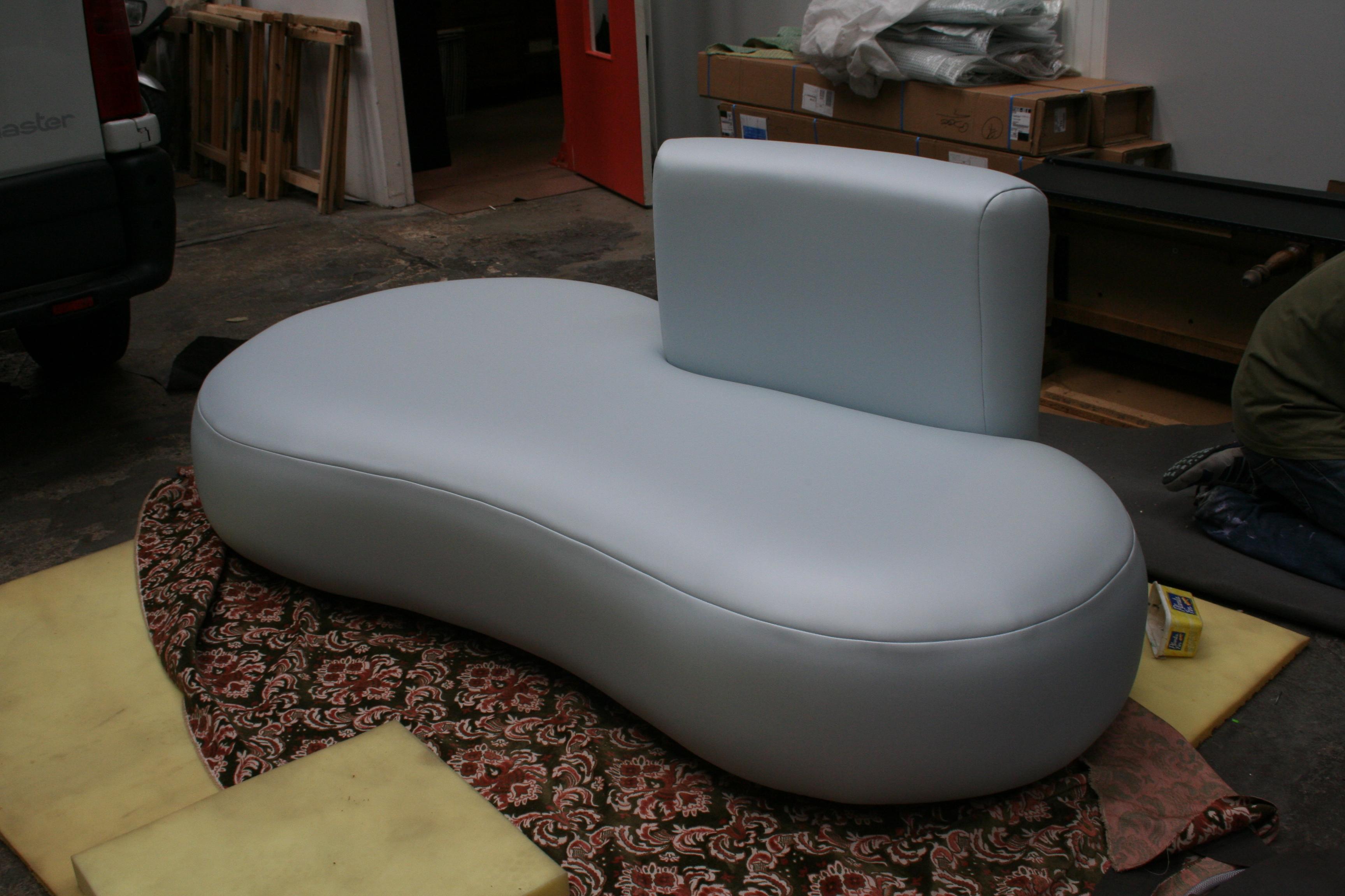 banquette haricot cuir blanc jplecomte mobilier. Black Bedroom Furniture Sets. Home Design Ideas