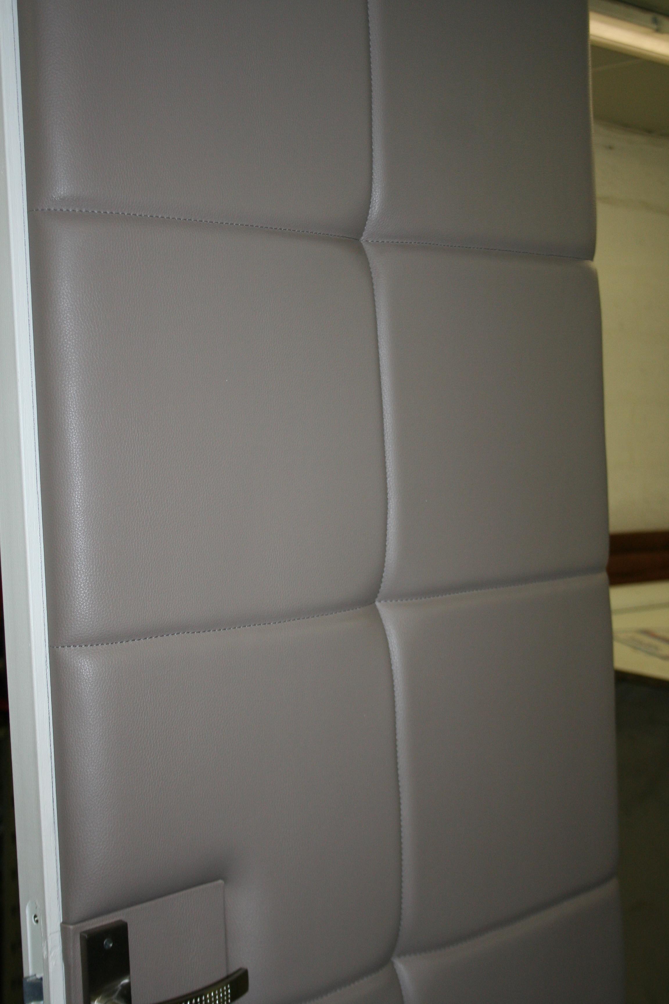 porte capitonn e jplecomte mobilier. Black Bedroom Furniture Sets. Home Design Ideas